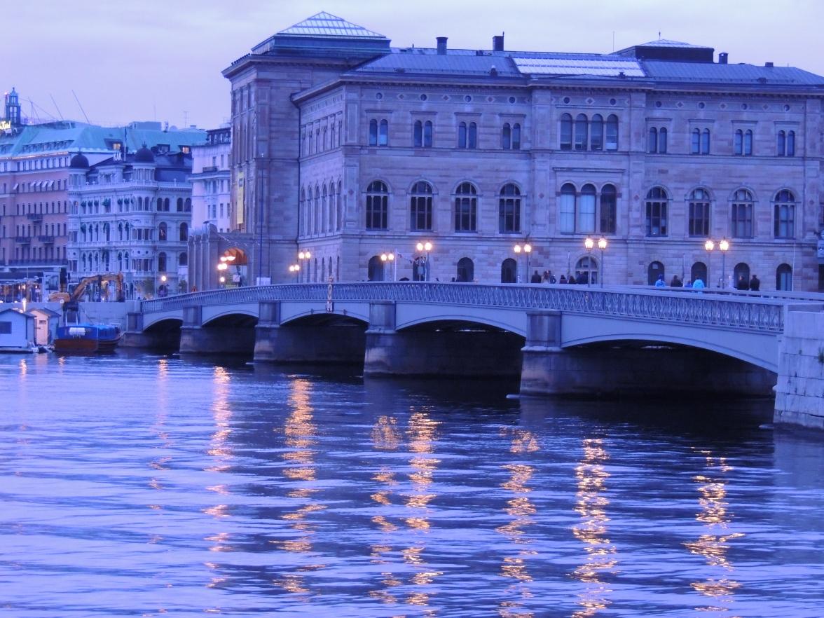 Walk Bridge to Hotel